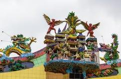 在寺庙屋顶的传统佛教装饰  免版税库存图片