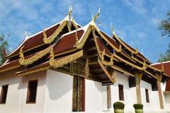 在寺庙屋顶的泰国艺术 免版税库存照片