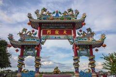 在寺庙屋顶的Dargon雕象,在瓷寺庙屋顶的龙雕象作为亚洲艺术 免版税库存照片