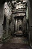 在寺庙废墟里面的惊人的内部 库存图片