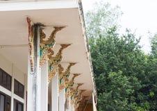 在寺庙柱子的泰国装饰的艺术样式 图库摄影