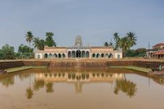 在寺庙池塘反映的Kothamangalam希瓦寺庙 库存图片