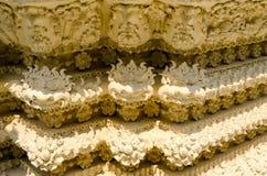 在寺庙泰国的灰泥墙壁 库存图片
