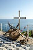 在寺庙烽火台附近的老船锚在Malorechenskoye。克里米亚。 库存图片