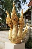 在寺庙的一个三头龙雕象 库存图片