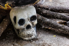 在寺庙的人的skulll 库存图片