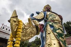 在寺庙的传统亚洲纪念碑有位于合艾和菩萨的龙泰国 图库摄影