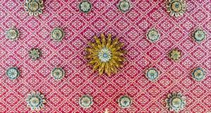 在寺庙的传统和建筑学泰国屋顶样式在Ba 免版税库存图片
