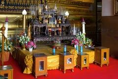 在寺庙的佛教法坛 库存图片