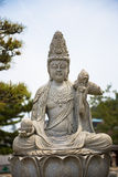在寺庙的供以座位的菩萨雕象在东京 免版税库存照片