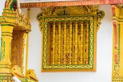 在寺庙的墙壁上的浅浮雕在Louangphabang,老挝 特写镜头 库存照片