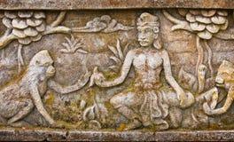 在寺庙的墙壁上的老浅浮雕 巴厘岛印度尼西亚 免版税库存照片