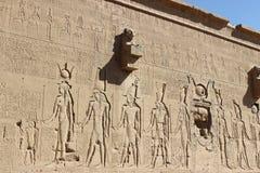 在寺庙的墙壁上的frescoe在Dendera的 库存图片