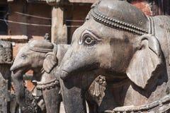 在寺庙的大象雕象在Kirtipur,尼泊尔 库存图片