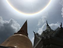 在寺庙的太阳 免版税库存图片