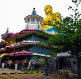 在寺庙的屋顶的菩萨雕象在Dambulla,斯里兰卡 库存照片