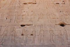 在寺庙的废墟的壁画在Dendera的 免版税图库摄影