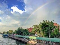在寺庙的彩虹 免版税库存照片