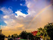 在寺庙的彩虹 库存图片