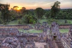 在寺庙的日落 免版税库存图片