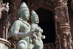 在寺庙的木雕象 免版税库存图片