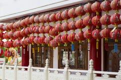 在寺庙的朱红色的装饰品 免版税库存图片