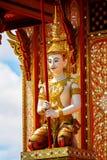 在寺庙的泰国天使雕象 免版税库存图片
