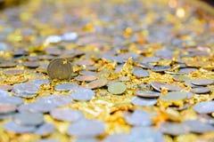 在寺庙的泰国硬币 库存照片