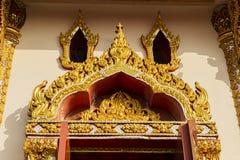 在寺庙的泰国艺术窗口 免版税库存图片