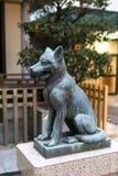 在寺庙的狼雕象 库存图片