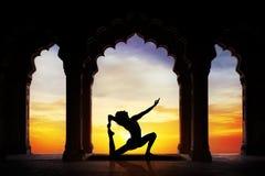在寺庙的瑜伽 免版税图库摄影