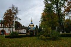 在寺庙的秋天 库存图片