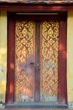 在寺庙的美丽的古老门 老挝 库存照片