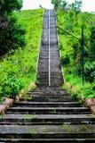 在寺庙的老具体步鄹 免版税图库摄影