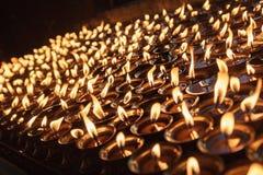 在寺庙的蜡烛在加德满都 免版税库存图片