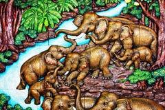 在寺庙的被雕刻的大象牧群 向量例证
