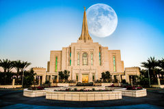 在寺庙的超级月亮 免版税图库摄影