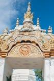 在寺庙的金曲拱, Phayao泰国 图库摄影