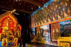在寺庙的金黄菩萨雕象 阿尤特拉利夫雷斯 泰国 图库摄影