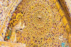 在寺庙的门面的马赛克在Louangphabang,老挝 特写镜头 图库摄影