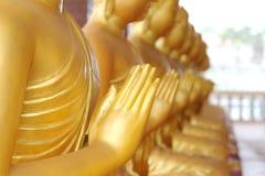 在寺庙的Buddhas雕象 免版税库存图片