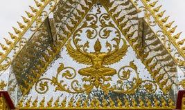 在寺庙的Garuda金子 免版税库存照片