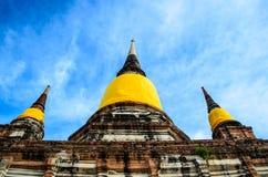 在寺庙的Stupa在阿尤特拉利夫雷斯 免版税库存照片