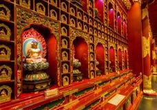 在寺庙里面的菩萨雕象 库存照片