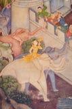 在寺庙门的老大象金油漆 免版税图库摄影