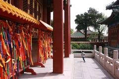 在寺庙附近哄骗赛跑-北海公园,北京 免版税图库摄影