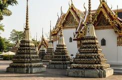 在寺庙附近 免版税库存图片