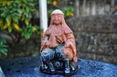 在寺庙,日本的小雕象 免版税库存图片