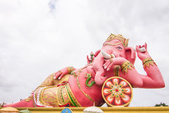 在寺庙,泰国的最大的Ganesha雕象 图库摄影