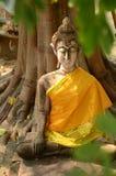 在寺庙,泰国的老菩萨雕象 免版税库存图片